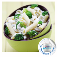 Cheesy penne with broccoli and yogurt